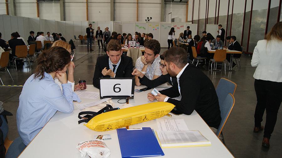 Übungsfirmenmesse Sinsheim - Work hard, play hard Bild 12