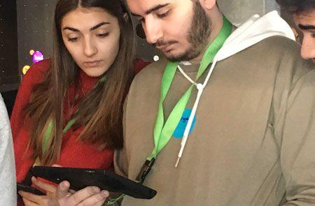Schülerin und Schüler im flip-Museum