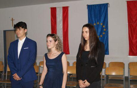 Schülerinnen bei Präsentieren5