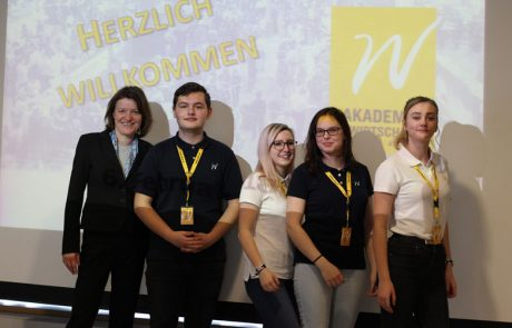 Uebungsfirmamesse_Schuelergruppe