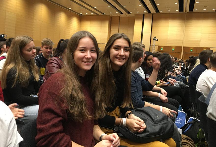 Gewinninfomesse 2 Schülerinnen