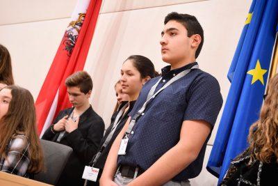 TeilnehmerInnen Jugendparlament im Großen Redoutensaal