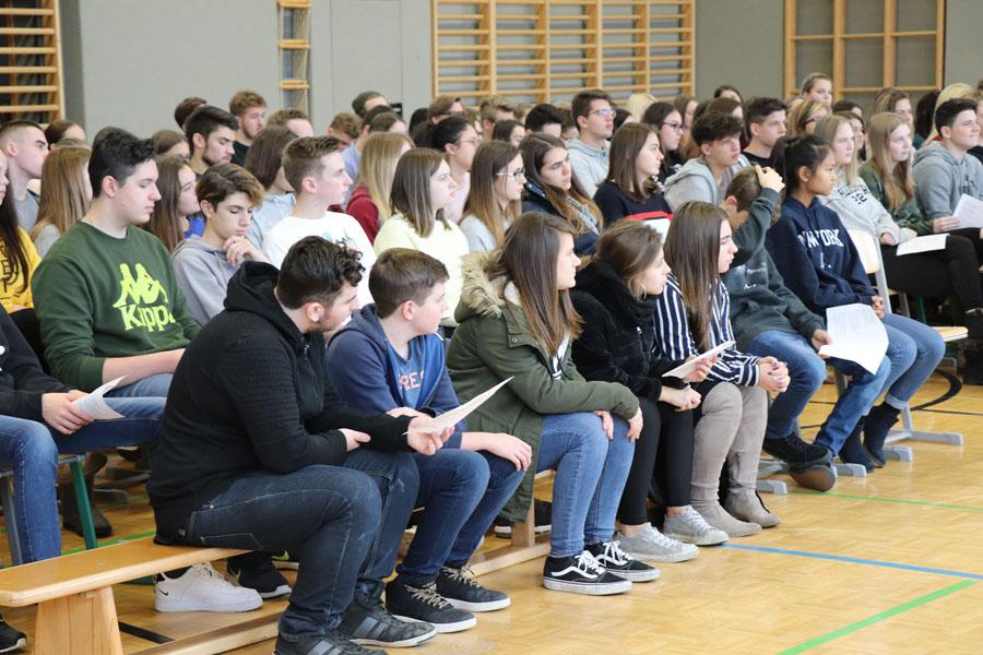 Schülerinnen und Schüler der HAK