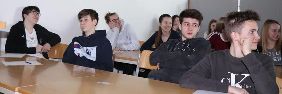Schülergruppe Vortrag