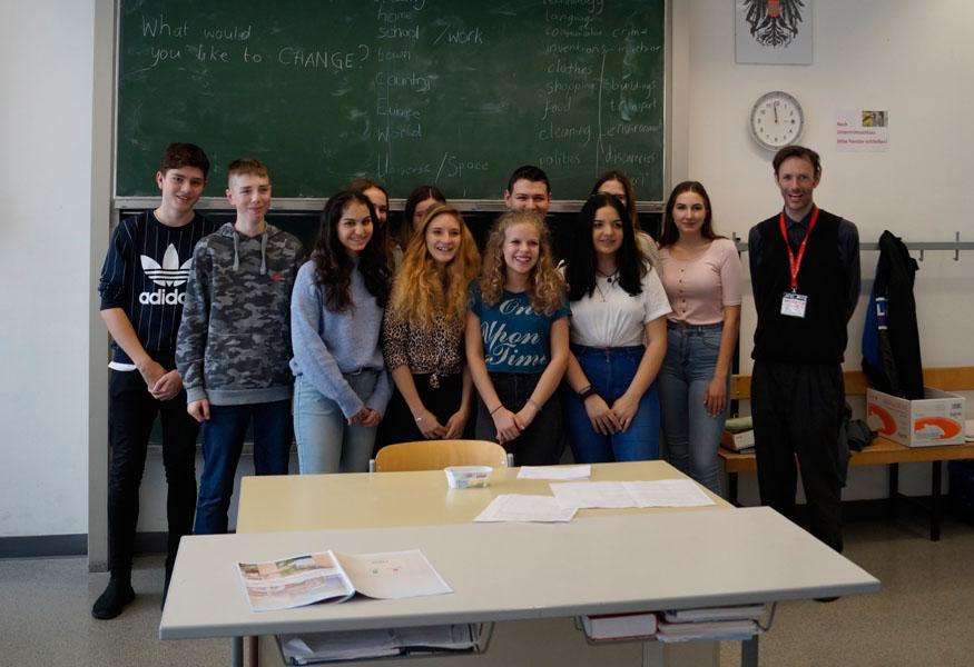 Schülergruppe live